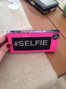 i love makeup pallette selfie